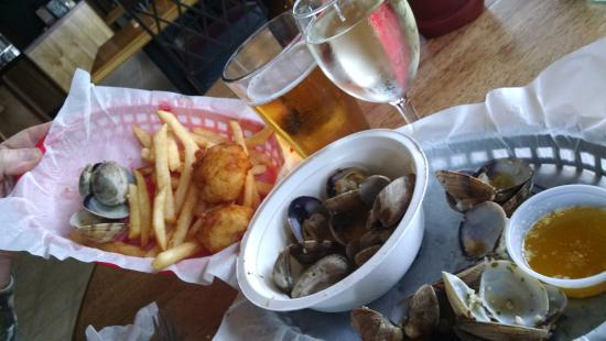 Crab Pot : scallop fish and chips and steamed clams