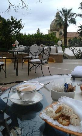 Palazzo Murat: Café con biscotti