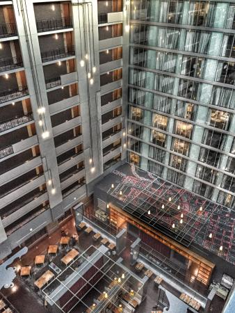 Hilton Columbus Downtown: Atrium