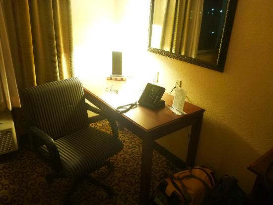 Best Western Plus Slidell Hotel : desk