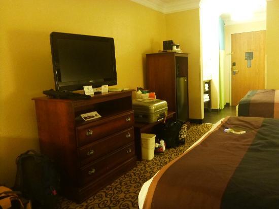 Best Western Plus Slidell Hotel : tv