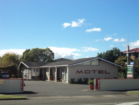 Tourist Court Motel: View from Road