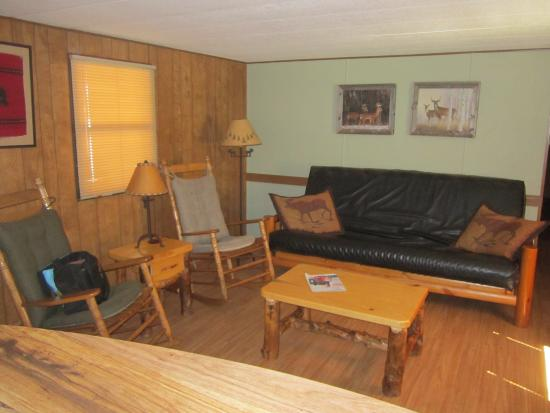 Blue Spruce RV Park & Cabins: Living area with comfy rockers.