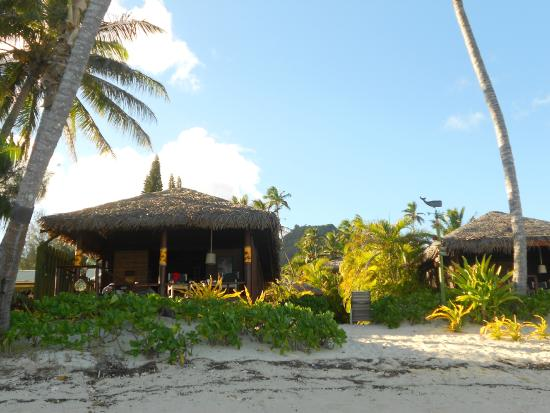 Rarotonga Beach Bungalows: Looking from the OCEAN to our Bungalow!