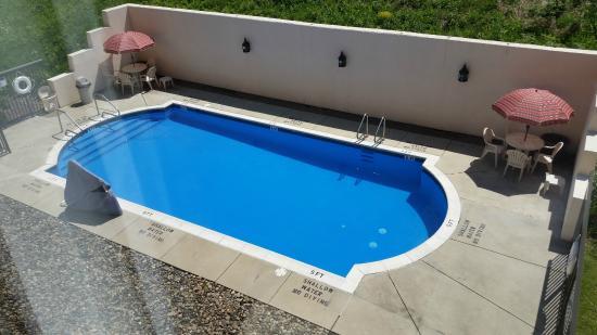 Hampton Inn Johnstown: Full pool