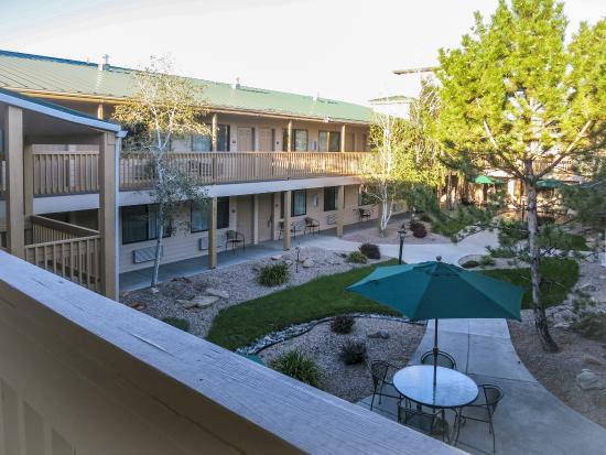 BEST WESTERN Grande River Inn & Suites: Grande River Inn Evening Courtyard