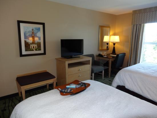 Hampton Inn & Suites Raleigh/Crabtree Valley: Room.