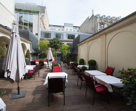 Grounds at the Radisson Blu Hotel Champs Elysees, Paris