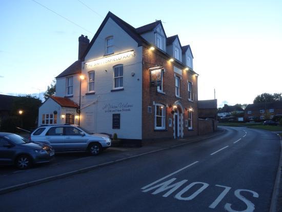 Snitterfield Arms: vista desde la ruta