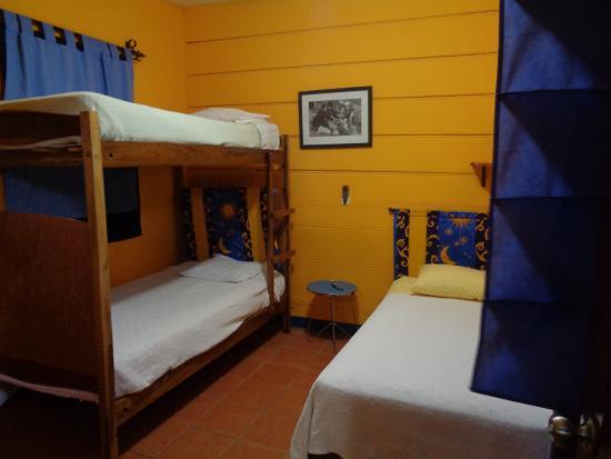 Hotel La Dolce Vita: Habitación #6 para 3 persona (a lado esta el bar)
