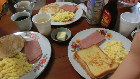 Green Bay Hotel: ルームサービス朝食がいただけるので良かったです。