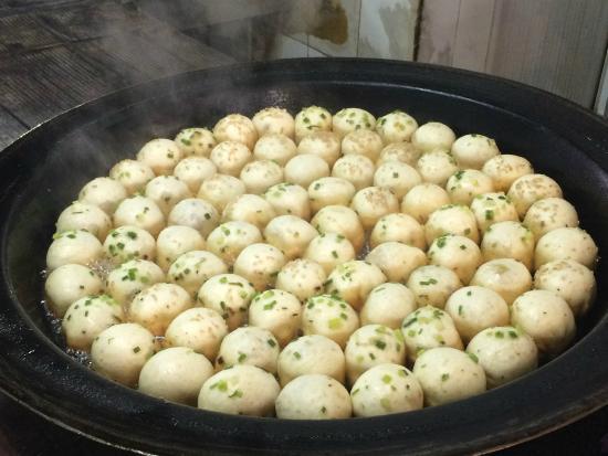 YaBa ShengJian: Newly made dumplings