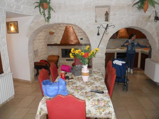 sala da pranzo cn area cucina e divanetti x relax post pasti - Foto ...