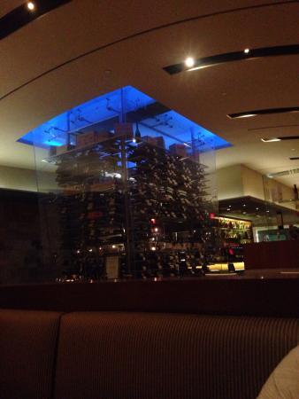 Drago Centro : Le restaurant se trouve sur une place piétonne, l'entrée est sur le côté dans une décoration agr