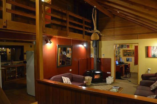 Te Nikau Retreat: Te Ruru Lodge. Warm and homely.