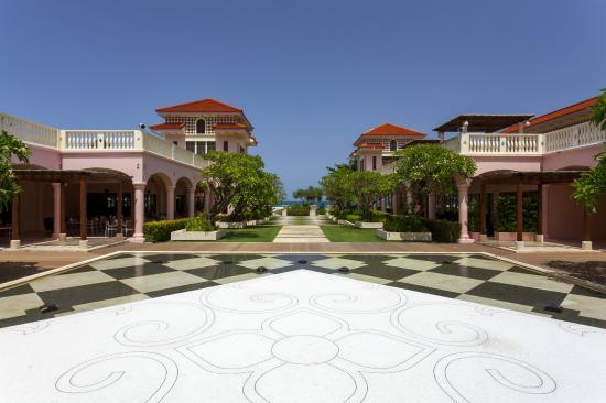 luxury pool suite picture of centara grand beach resort. Black Bedroom Furniture Sets. Home Design Ideas
