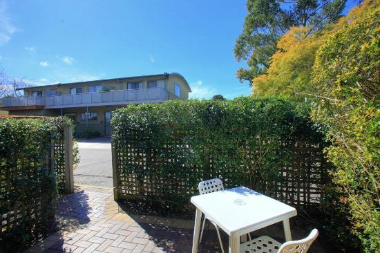 Travellers Motor Village : Motel Room - Courtyard