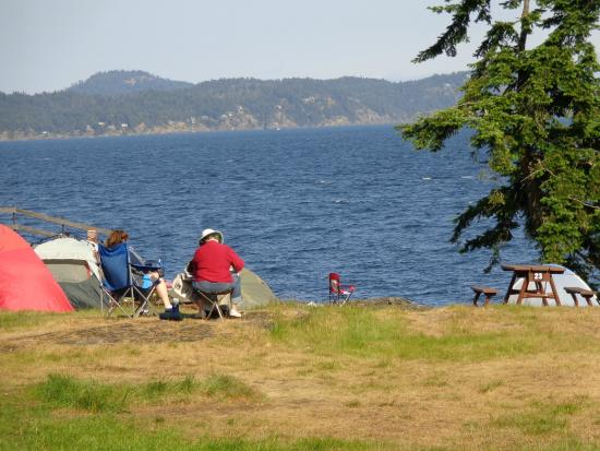 Ruckle Provincial Park: watchime the whale glide the Ocean from a distance.