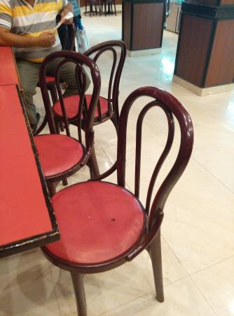 Nirula's Noida Hotel : Dead Flies on the Chair