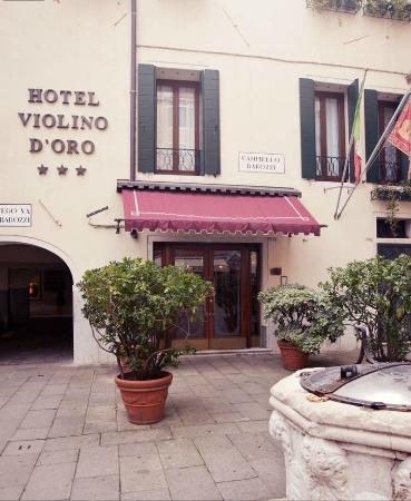 Hotel Violino d'Oro: hotel entrance