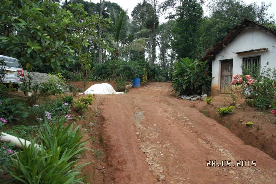 Outer View Bild Fr 229 N Coorg Home Stay Vicky Niwas