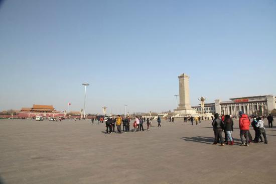 National Art Museum Of China : Панорама площади Тяньаньмэнь, музей справа