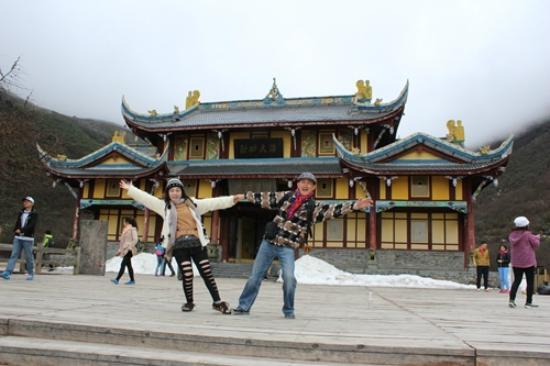 Dazhou, Китай: Tampak temple ada saljunya