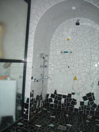 Adapted Shower Picture Of Hotel Du Cloitre Arles Tripadvisor