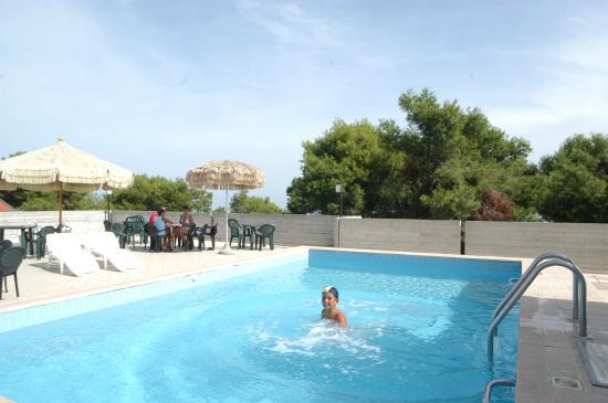Piscina in terrazza - Picture of Hotel Nel Pineto, Montesilvano ...