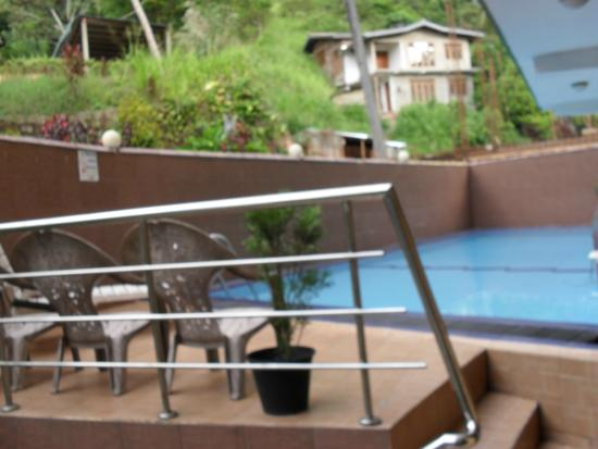 Kandy View Hotel: swimming pool