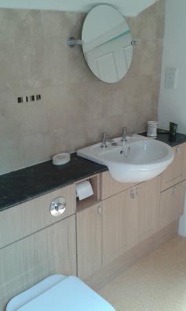Ruthven House: Bed & Breakfast Bathroom