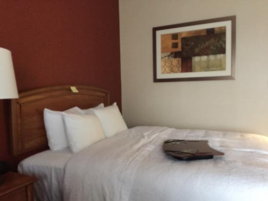 Hampton Inn Hagerstown - I-81: Two queen room with accessible bathroom.