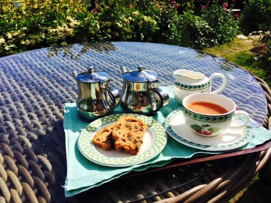 Henley Hotel: Tea and cake when I arrived, taken in the sunny garden with bonus labrador