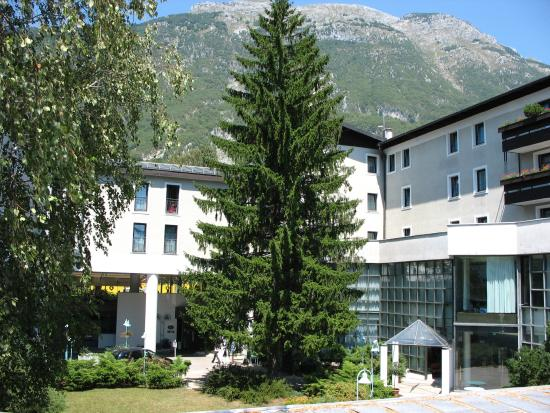 Hotel Alp: Hotel outside