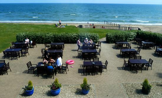 Quality Hotel & Leisure Center Youghal: Beach Terrace at Quality Hotel Youghal