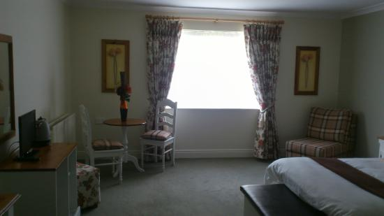 Ballycannon Lodge: Great size room.