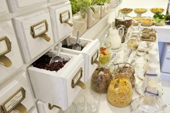Shalom Hotel & Relax Tel Aviv - an Atlas Boutique Hotel: Section of Breakfast Buffet