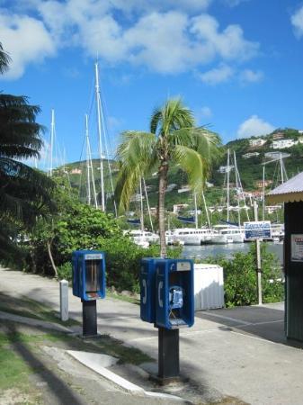 Village Cay BVI Hotel: Walking along the docks