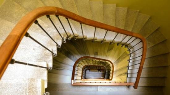 No11 Hotel & Apartments: buildings original stairs and handrail