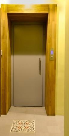 No:11 Apartments: elevator