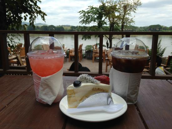 Supichaya: มีร้านเค้ก กาแฟ