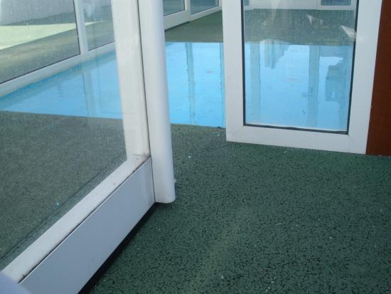 Evenia Monte Real: Lava pés antes de entrar para a piscina