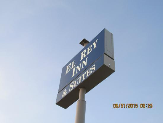 El Rey Inn & Suites: Sign