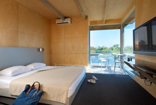 "Business & Relax Hotel ""GoodZone"" : Речной коттедж"