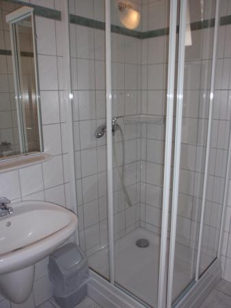 Erika Pension & Apartments: Bathroom