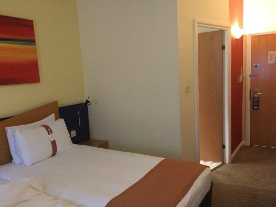 Holiday Inn Express Milton Keynes: 部屋