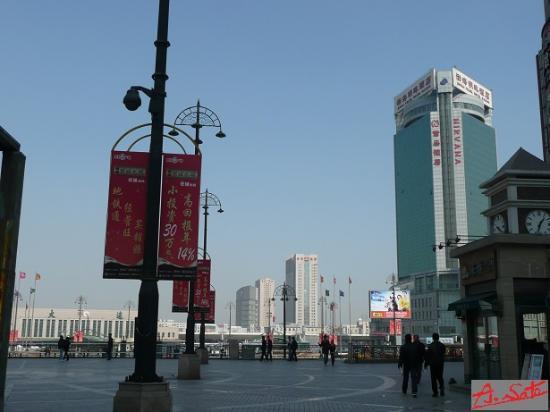 Bohai Pearl Hotel: 大連駅とホテル
