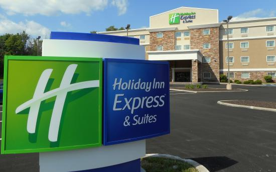 Holiday Inn Express & Suites Carmel - Westfield