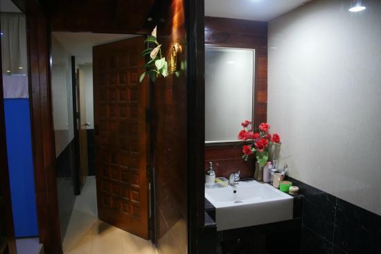 Suites 31 Sukhumvit: Shared bathroom