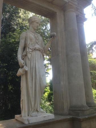Residencia Salesiana Marti-Codolar: Gardens